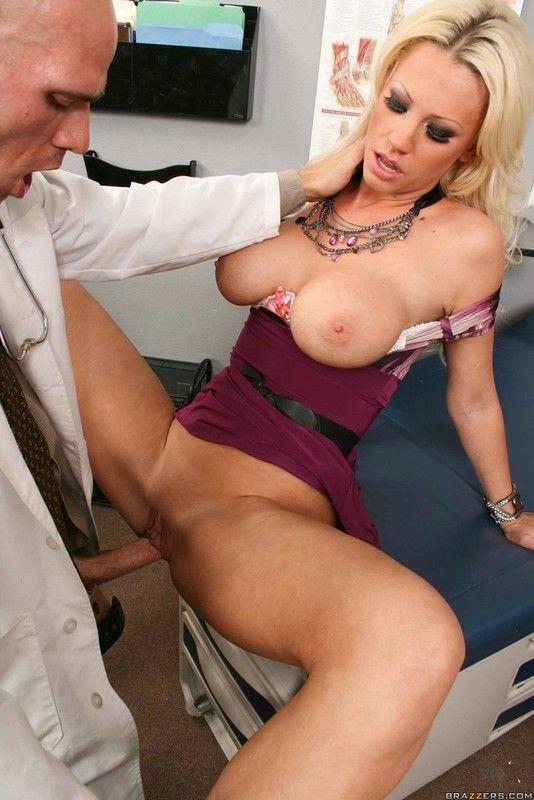гинеколог трахает пациентку фото